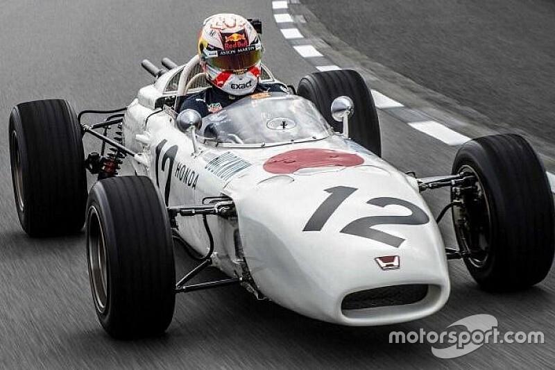 Verstappen pilota carro lendário de primeira vitória da Honda na F1