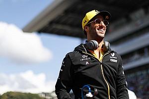 Ricciardo edzés közben énekel és táncol (videó)