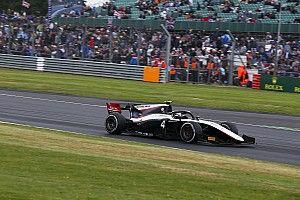 Де Врис выиграл дождевую квалификацию Ф2 в Венгрии