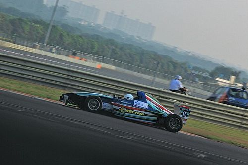 Buddh JK Tyre: Tharani champion; Chatterjee wiped out in crash
