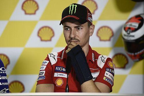 Ducati, ora è ufficiale: Lorenzo rinuncia a correre a Sepang. Al suo posto ci sarà Michele Pirro