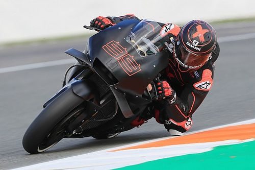 Lorenzo da 30 vueltas en su debut con la Honda