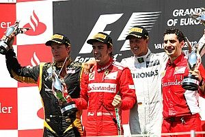 Alonso nagy győzelmét és Schumacher utolsó dobogóját ismétli a Forma-1