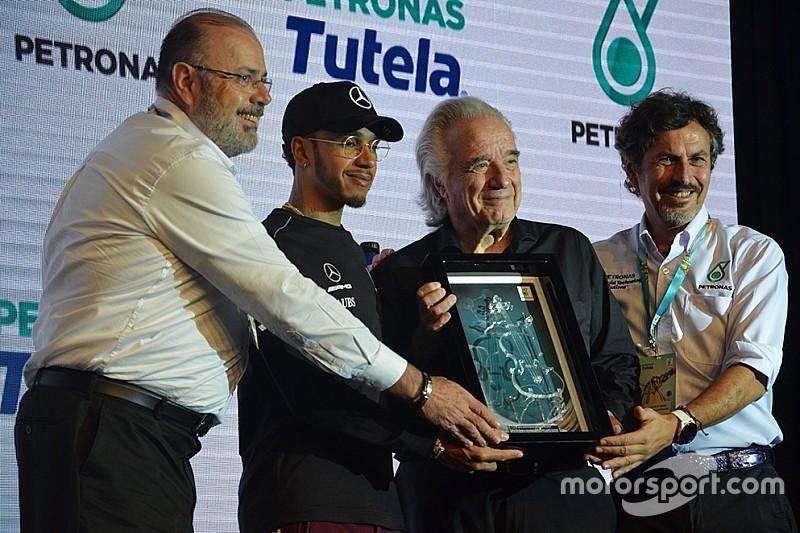 """No Brasil, Hamilton diz """"sentir presença de Senna"""" em Interlagos"""