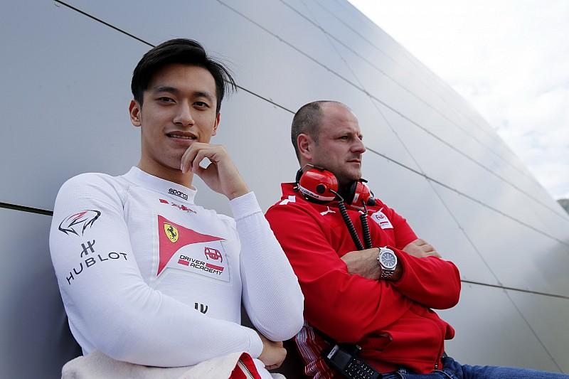 Ferrari'nin eski genç sürücüsü Zhou, Renault'nun test ve gelişim pilotu oldu