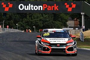 UK: Ashley Sutton le suona a tutti in Gara 1 ad Oulton Park