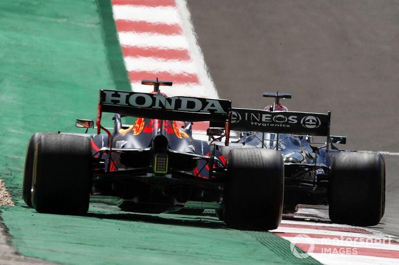 """Verstappen: """"Mercedes çalışanlarının Red Bull ile yeni bir mücadeleye atılması normal"""""""