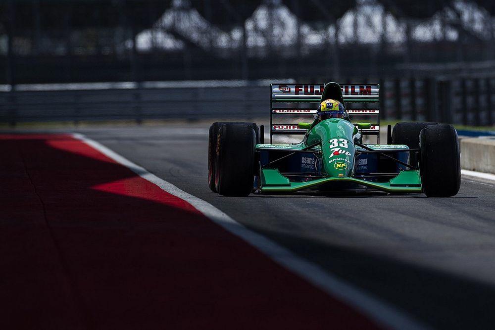 Mick Schumacher rijdt in Jordan 191 van vader Michael