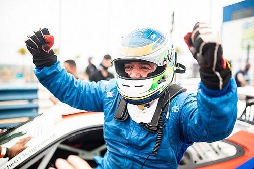 """Porsche Cup: Com duas vitórias """"em casa"""", Urubatan Jr é o cara do fim de semana"""