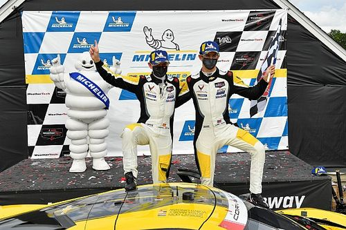 VIR IMSA: Corvette inherits win from Porsche in wild race
