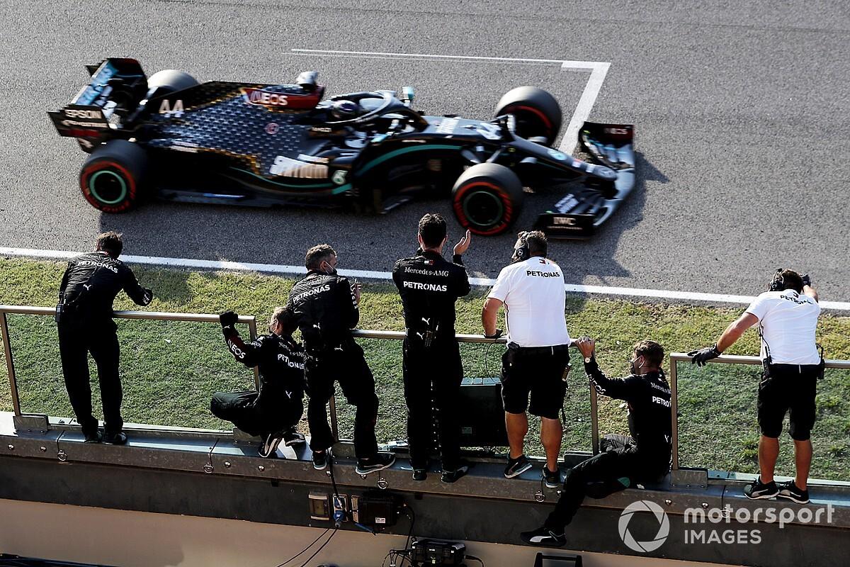 """Hamilton: """"Sanki bir günde üç tane yarışa çıkmış gibiydim"""""""
