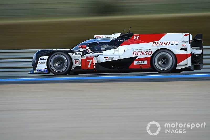Toyota no se deja sorprender en la primera hora de carrera