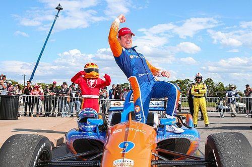Dixon domina la segunda carrera de Detroit