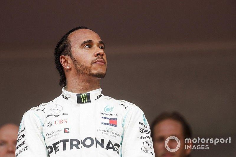 """هاميلتون يخشى """"إهدار"""" فرصه في الفورمولا واحد عبر اعتزال مبكّر"""