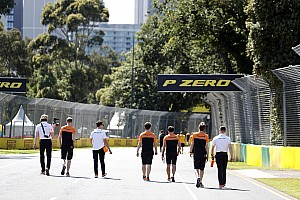 Karantinadaki McLaren personeli, Melbourne'den döndü