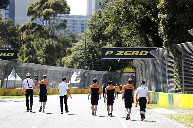 Karantinadaki McLaren personel, Melbourne'den döndü