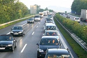 Hatalmasat bukhatnak az autógyártók, ha április végéig nem indul újra a termelés