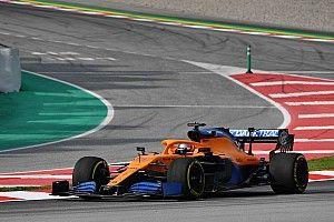 Los primeros kilómetros del McLaren MCL35 y Sainz, en fotos y vídeo