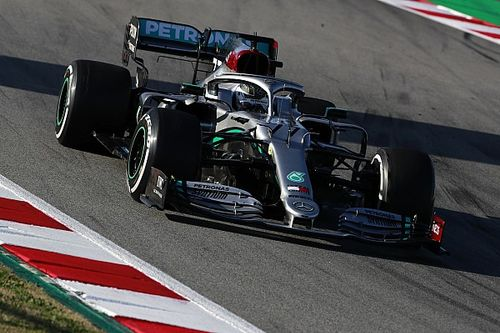 Bottas vuela y Ferrari sufre en la mañana del viernes