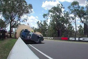 Video: fiato sospeso per tre incidenti da infarto a Bathurst!