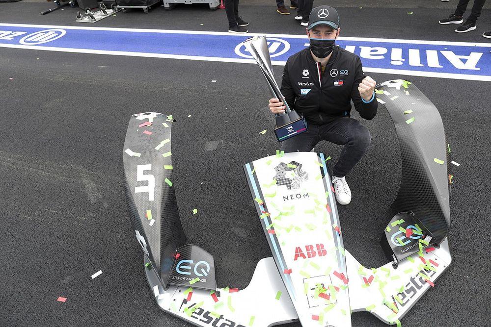 """F-E: Vandoorne classifica vitória como """"redenção"""" após abandono no sábado"""