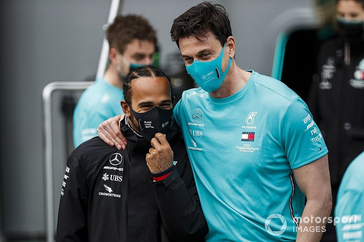 """Hamilton: """"Orgoglioso del rinnovo di Wolff come boss Mercedes"""""""