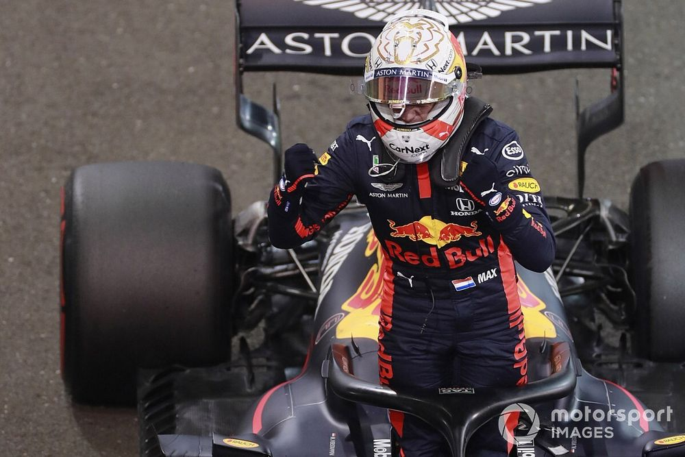 Verstappen explains how hand got stuck in qualifying