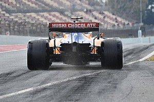 Vídeo: ¡el McLaren McL35 ya rueda en Barcelona!