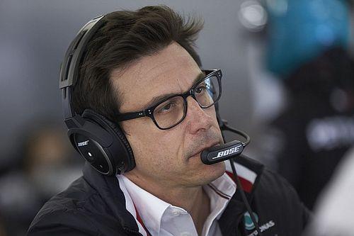 «Ferrari открыла банку с червями». Вольф об обмене позициями между Леклером и Феттелем