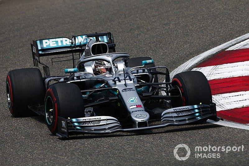 Hamilton admite sufrir con su Mercedes en China