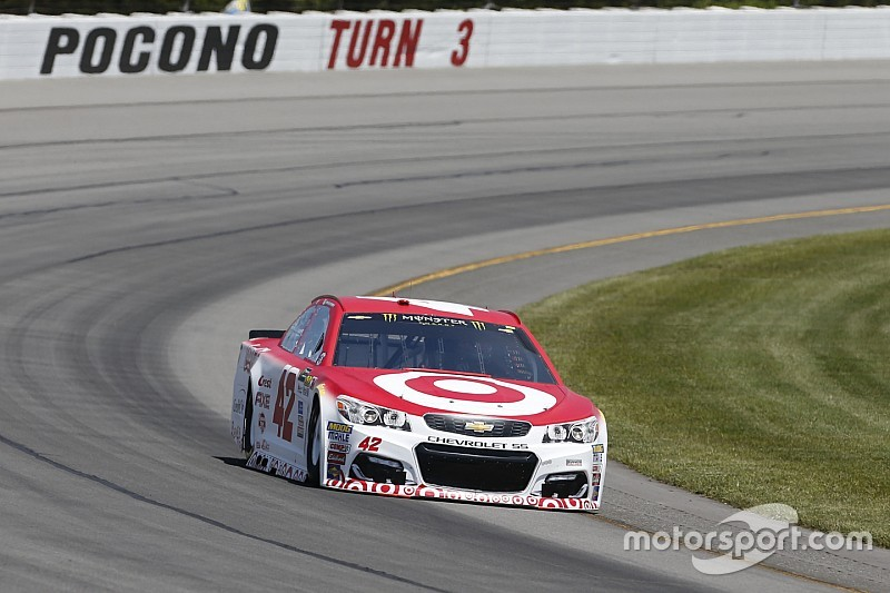 Larson wins Stage 2 after stoppage for heavy crash