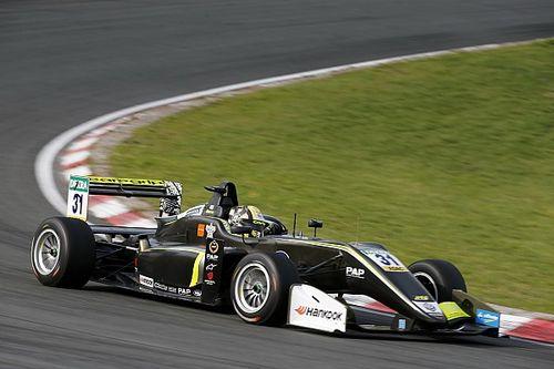 Норрис одержал победу в третьей гонке Ф3 на «Нюрбургринге»