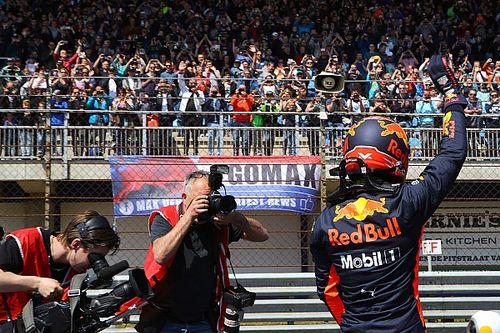 Foto's: Max Verstappen vermaakt uitzinnig publiek op Circuit Zandvoort