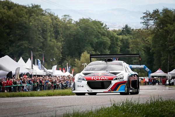 In beeld: Sébastien Loeb herenigd met de Peugeot 208 T16 Pikes Peak