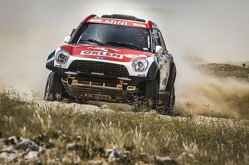 رالي قطر الصحراوي: برزيغونسكي وساندرلاند في صدارة فئتي السيارات والدراجات النارية في المرحلة الثانية