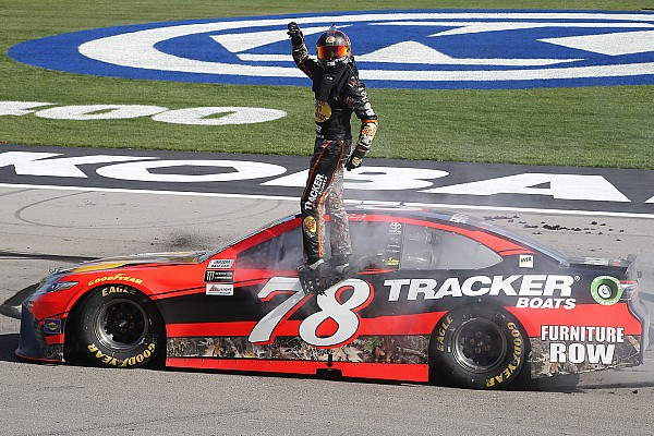 NASCAR Cup NASCAR in Las Vegas: Truex Jr. knackt Jackpot bei Prügelei Busch/Logano
