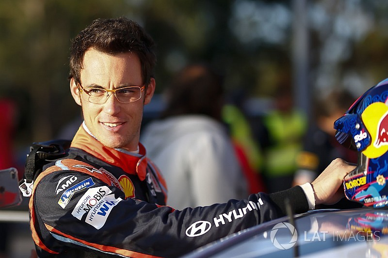 WRC Portekiz: Rakipleri sorun yaşadı, Neuville liderliği aldı!