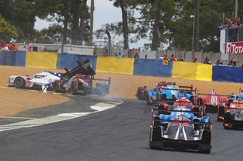 """Van der Zande over crash in eerste bocht van Le Mans: """"Hoe stom kan je zijn!"""""""