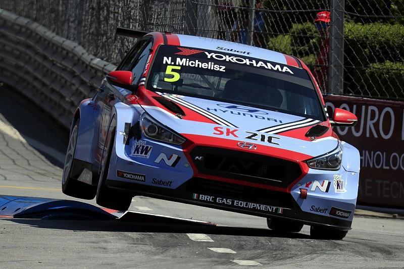 Михелис впервые в сезоне выиграл гонку WTCR