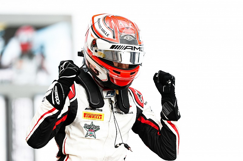 F2 Red Bull Ring: Russell pakt overtuigend pole