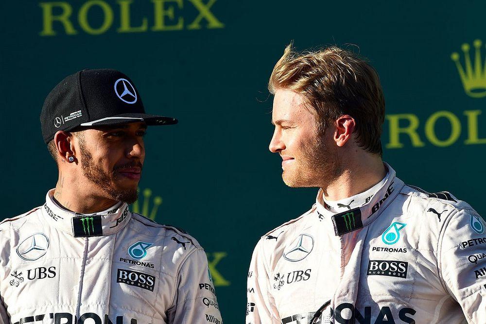 Hamilton és Rosberg emlékezetes csatáját ismétli a Forma-1
