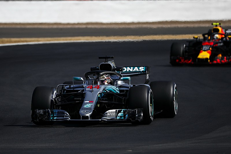 """Mercedes gaat """"vol op de aanval"""" in Britse GP"""