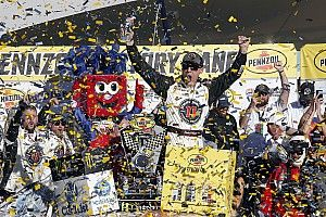 Harvick claims second straight win in dominant performance at Las Vegas