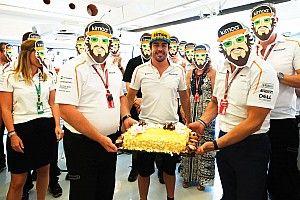 Caretas, tarta y galletitas en el 37º cumpleaños de Alonso