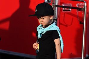 Livefeed Livefeed Kimi Raikkonen comparte en Instagram fotos de festejo de su hijo