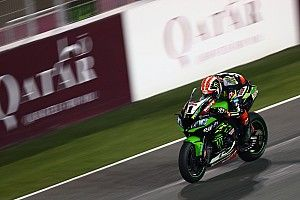 SBK, Losail: Rea da record trionfa in Superpole Race