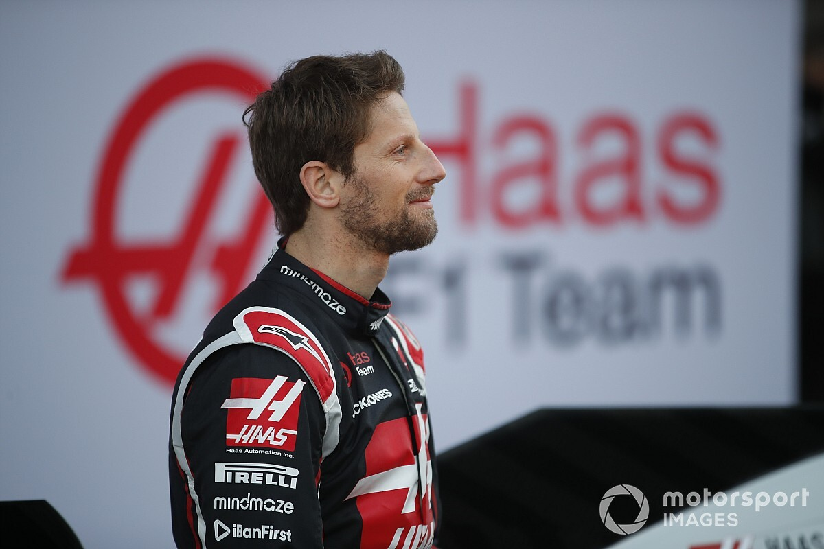 Grosjean már fel is pattintotta a Predator gamer monitorját