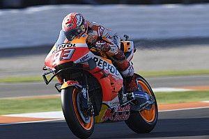 Marquez ondanks crash aan kop in warm-up GP van Valencia