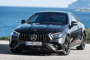 Rögtön az AMG verzióval együtt debütált a Mercedes frissített E-osztályú kupéja