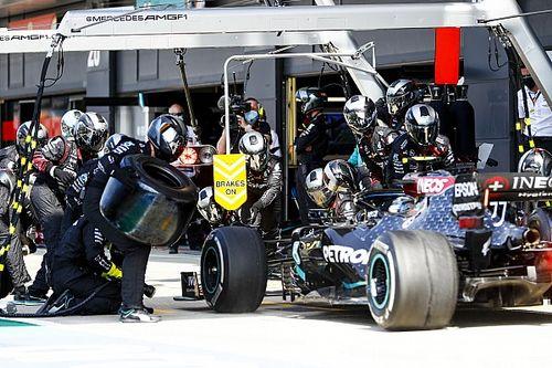 Mercedes broni swojej strategii